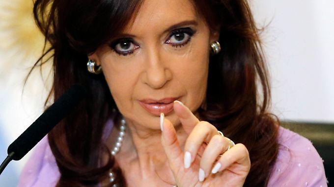 """Argentiniens Präsidentin Kirchner steuert einen harten Kurs gegen die """"Geierfonds"""" - und macht sich damit beim Volk beliebt."""