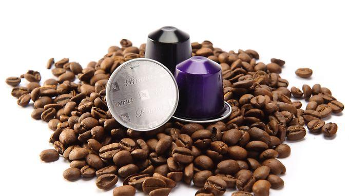 Viele Anbieter bauen inzwischen Kaffeekapseln nach. Das ist aber erst möglich, seit Nespressos Patente abgelaufen sind.
