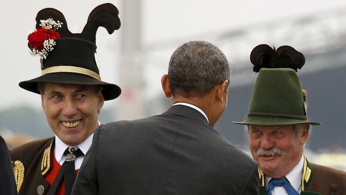 US-Präsident Barack Obama muss allerhand Folklore über sich ergehen lassen.