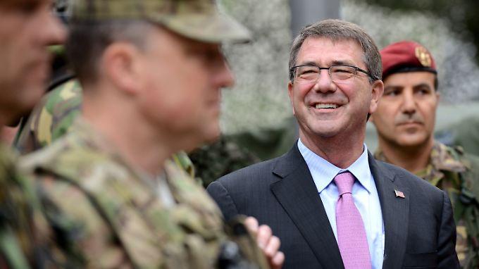 Carter (M.) kündigte auch den Einsatz von Spezialeinheiten am Boden an.