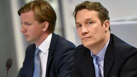 Alexander Kudlich (l.), Technik-Vorstand von Rocket Internet, und Oliver Samwer, Vorstandschef der Firma, in Berlin bei der Jahreshauptversammlung.