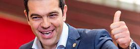 Griechenlands Premier Tsipras verlässt Freitagabend den Brüsseler Gipfel - um dann in Athen das Referendum anzukündigen.