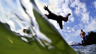 Sonniges Freibadwetter: Am Dienstag ist der Sommer überall zu spüren