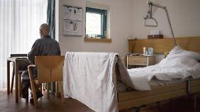 Fraktionsübergreifende Entwürfe: Bundestag debattiert erstmals Gesetz zur Sterbehilfe