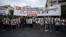 """Griechische Jugendliche demonstrieren für ein """"Nein"""" beim Referendum: Ein Grexit löst die Probleme des Landes nicht."""