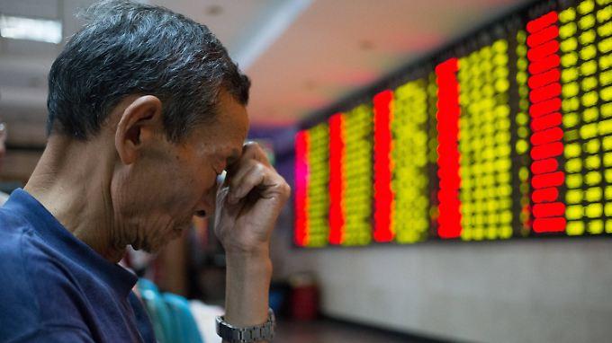 Erstmals unter 4000 Punkten: Panikverkäufe lassen Chinas Leitindex einbrechen