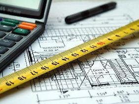 Mieter sollten die Quadratmeter-Angaben einer Wohnung prüfen. Nicht alle Räume dürfen in die Berechnung einfließen.