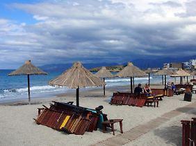 Durch die Krise in Griechenland können auf Urlauber einige Reisemängel zukommen. Sie sollten jedoch vor Ort bleiben und nach der Reise eine Minderung des Reisepreises verlangen.