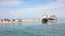 Etwa 300 Passagiere gerettet: Zwei Schiffe laufen im Watt auf Grund