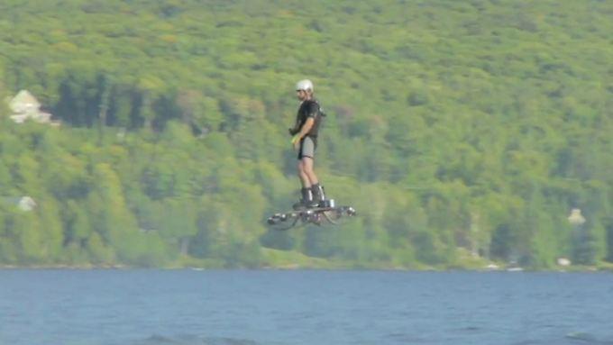 Catalin Alexandru Duru auf seinem Hoverboard.