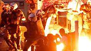 Proteste schlagen in Gewalt um: Schwere Ausschreitungen vor griechischem Parlament