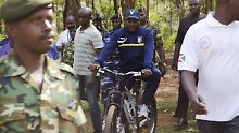 Umstrittene Wahl endet wie geplant: Burundis Machthaber lässt sich wiederwählen