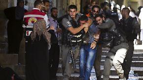 Krawalle auf dem Tempelberg: Israelische Polizei dringt in Al-Aksa-Moschee ein