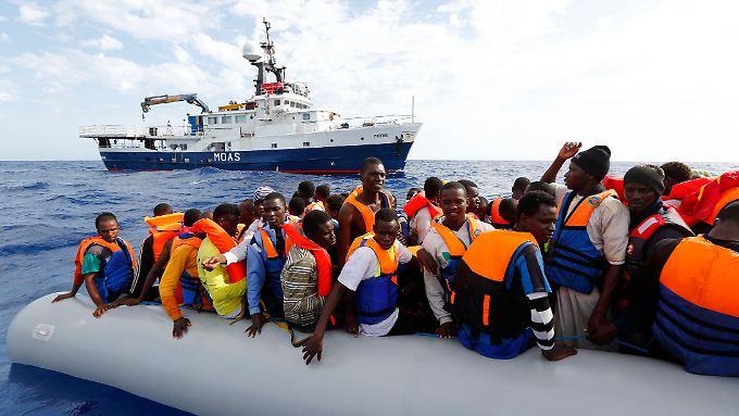 Diese Geflohenen wurden auf dem Mittelmeer gerettet. Doch nach Europa geschafft haben sie es noch lange nicht.
