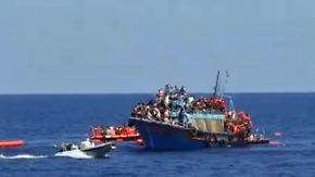Erneute Bergung im Mittelmeer: 500 Flüchtlinge von sinkendem Boot gerettet