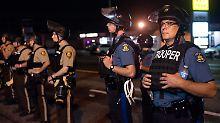 Aus Gedenken wird Chaos: Behörden verhängen Notstand in Ferguson