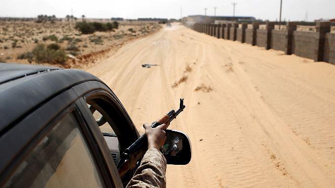Ein regierungstreuer Kämpfer in Sirte.