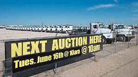 Auktion bei einer gestrauchelten Fracking-Firma: Eigentlich sollte der Fracking-Ölboom frühestens 2020 abflachen. Kommt das Ende jetzt doch früher?