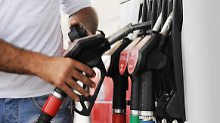 Die Beliebtheit großer Geländewagen und das gestiegene Gewicht der Fahrzeuge haben die Kraftstoffeffizienz stagnieren lassen.
