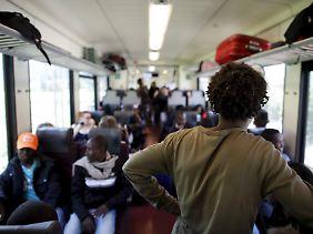 Mit Regionalzügen auf der Strecke zwischen Bozen und München überqueren jeden Tag dutzende Flüchtlinge illegal die Grenze.