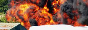 Handyvideo zeigt Katastrophe: Show-Flugzeug stürzt auf Autobahn und fordert sieben Leben