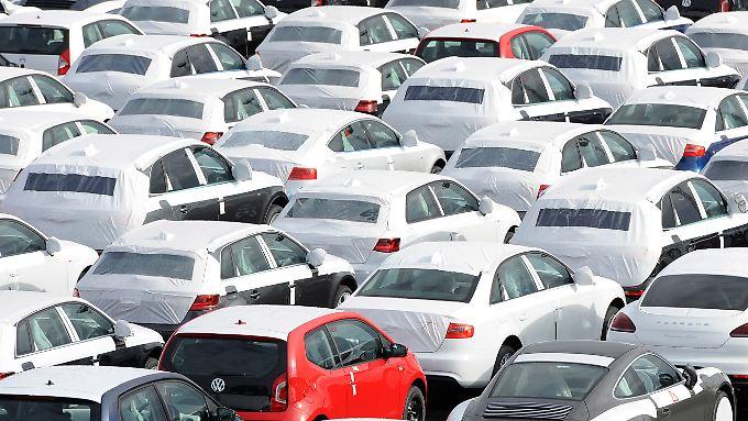 VW ist immer noch Marktführer in Deutschland. Doch die Absatzzahlen gehen leicht zurück.