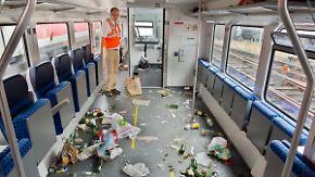 Fahrverbot für Hooligans: Bahn zeigt Verwüstung durch Braunschweiger Fans