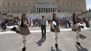 ESM, Flüchtlinge, Neuwahl: Griechenland schnallt den Gürtel enger