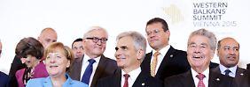 """Ernstes Thema, freundliche Gesichter: """"Familienfoto"""" bei der Westbalkankonferenz in Wien."""