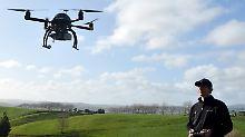 """""""Nicht tödliche Waffen"""" an Bord: US-Polizei bekommt scharfe Drohnen"""