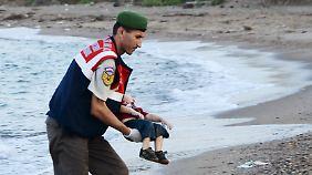 Europa weiter ohne Plan: Foto von totem Flüchtlingskind löst Bestürzung aus