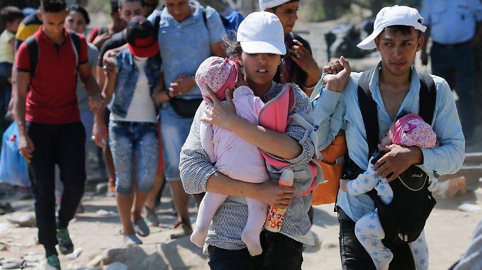 Flüchtlinge nach der Genfer Konvention und Asylberechtigte bekommen nach drei Jahren ein permanentes Aufenthaltsrecht.