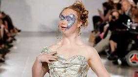 New York Fashion Week: Model mit Down Syndrom läuft für FTL Moda über Laufsteg