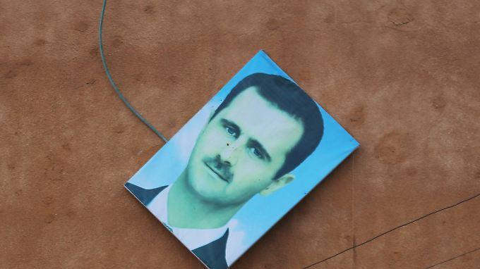 Abgehängt: Ein Assad-Bild in Ariha.