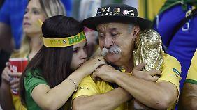 Die sportlich desaströse Heim-WM könnte für Brasilien noch ein wenig katastrophaler werden, wenn die Korruptionsermittler fündig werden.