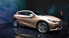 Ausdrucksstark, im Design leicht verspielt aber sportlich: So will Infiniti mit dem Q30 zunächst in Europa auf Kundenfang gehen. Auf den Markt kommt das Kompaktfahrzeug Ende 2015.