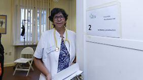 Die Sprechstunde ist eröffnet: eine der ehrenamtlichen Ärztinnen in Wilmersdorf.