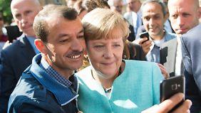 Am 10. September in Berlin-Spandau: Selfie mit Flüchtling.
