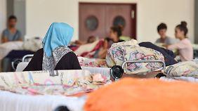 Blick in eine Flüchtlingsunterkunft: Frauen und alleinreisende Kinder sollten getrennt untergebracht werden, fordert Wendt.