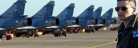 Französische Kampfflugzeuge einer Militärbasis auf Korsika (Archivbild).