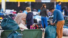 Alle Flüchtlingsunterkünfte voll: Hamburg will leerstehende Immobilien beschlagnahmen