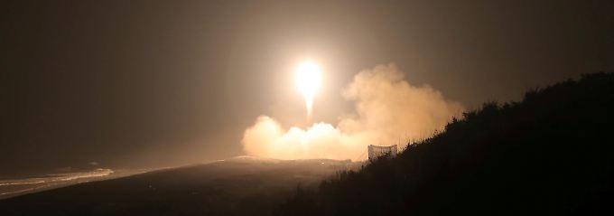 Abschuss einer Rakete bei einem Manöver in Nordkorea.