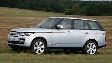 Im Range Rover Hybrid kann man noblen Limousinen-Komfort auch jenseits der Straße genießen.