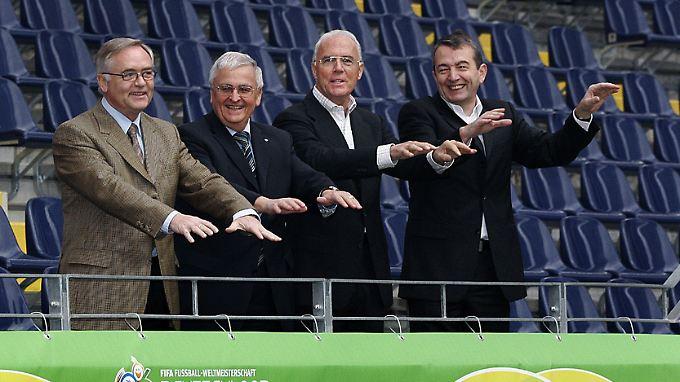 Die wichtigsten WM-Organisatoren von links nach rechts: Horst R. Schmidt, Theo Zwanziger, Franz Beckenbauer und Wolfgang Niersbach.