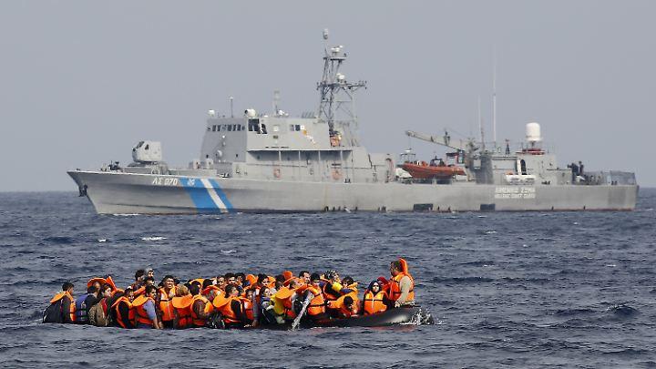 In 24 Stunden rettete die griechische Küstenwache mehr als 500 Menschen vor dem Ertrinken.