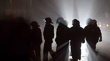 Steine, Schlagstöcke, Tränengas: Protest gegen Syrer-Abschiebung eskaliert