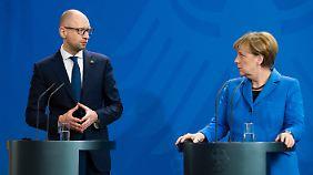 Arsenij Jazenjuk im Kanzleramt mit Angela Merkel.