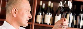 Alkoholverbot im Job: Ein Glas Wein führt nicht zur Kündigung