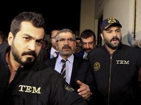 """Der Chef der Anwaltskammer Diyarbakir, Tahir Elçi, wurde wegen """"Propaganda für eine Terrororganisation"""" festgenommen."""