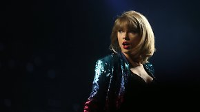 Promi-News des Tages: Taylor Swift reicht Klage wegen sexueller Belästigung ein